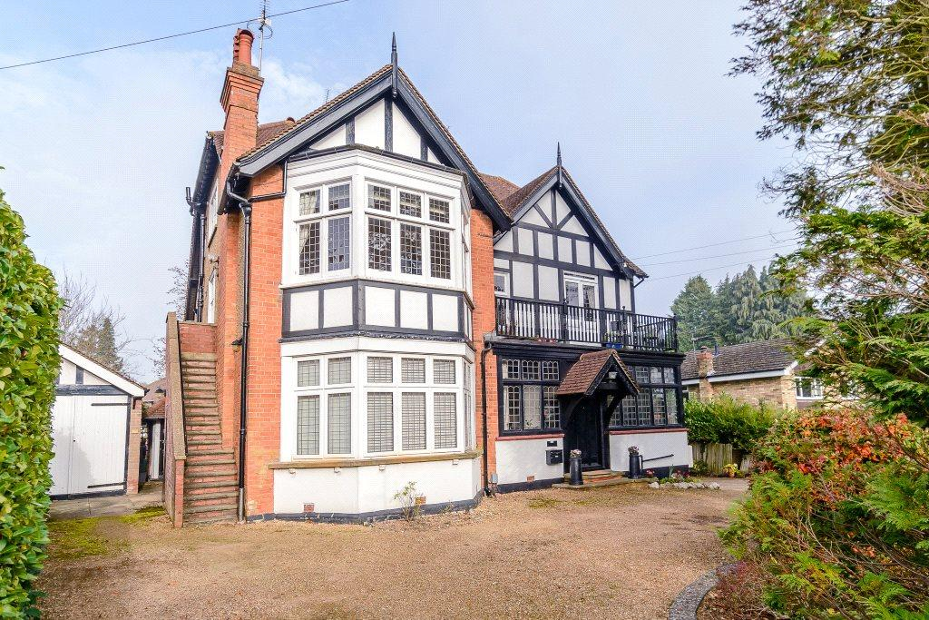 3 Bedrooms Flat for rent in Douglas Road, Harpenden, Hertfordshire, AL5