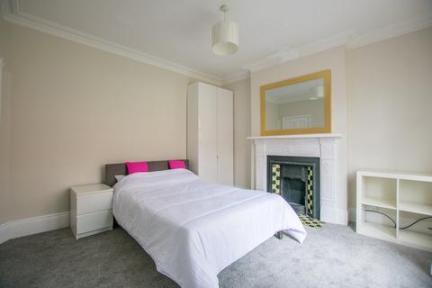 House share - Winstonian Road, Cheltenham GL52 2JD