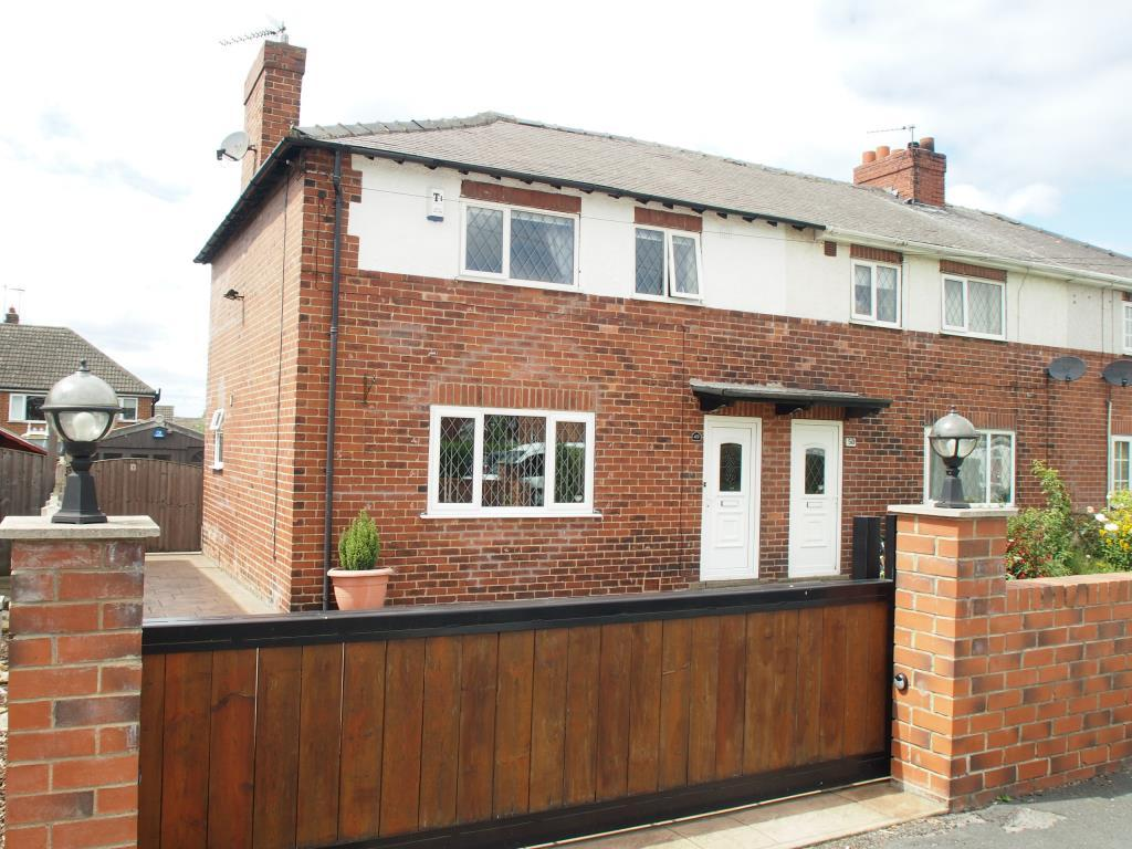 3 Bedrooms Terraced House for sale in The Crescent, Garforth, Leeds