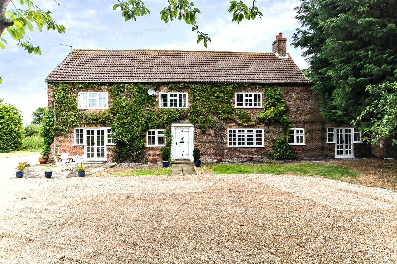 5 Bedrooms Detached House for sale in The Moat House, Middle Street, Laytham, York, YO42