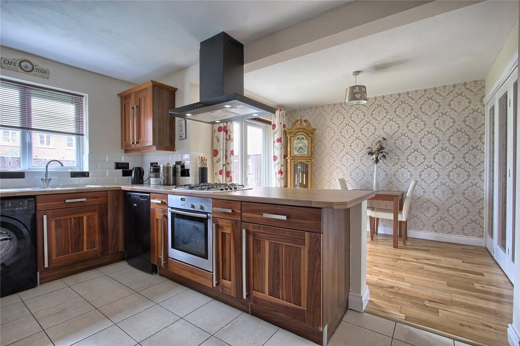 4 Bedrooms Detached House for sale in Newquay Drive, Redcar