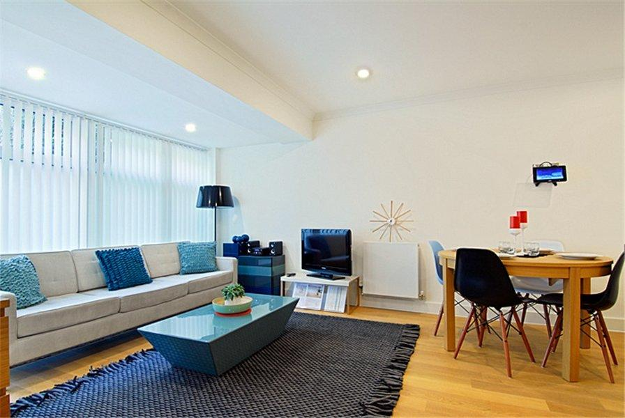3 Bedrooms Apartment Flat for sale in Trinity Mews, E1