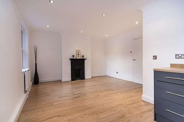 2 Bedrooms Flat for sale in Brighton Road, Purley, Croydon CR8