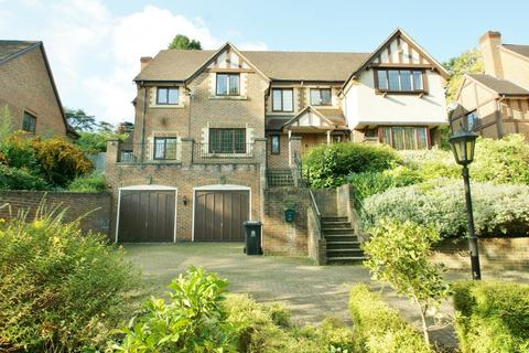 5 bedroom detached house to rent - Rouse Court, Lower Road, Gerrards Cross, SL9