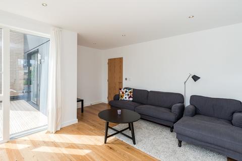 2 bedroom flat to rent - Hepburn Building, Grange Walk, Bermondsey, London, SE1