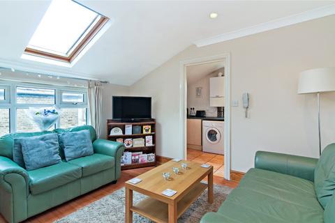 2 bedroom flat to rent - Tooting Bec Road, Tooting, London, SW17