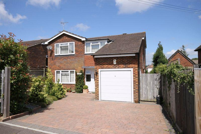 4 Bedrooms Detached House for sale in Oakwood Road, Burgess Hill, West Sussex