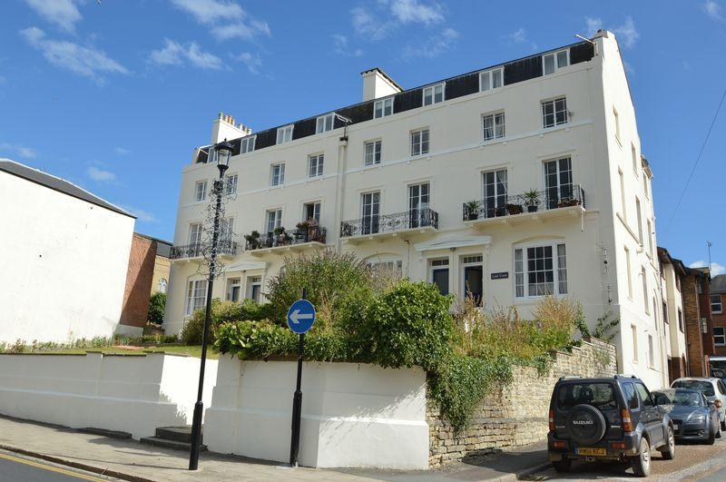 2 Bedrooms Apartment Flat for sale in CENTRAL RYDE