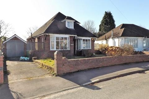 3 bedroom detached bungalow to rent - RHIWBINA - Detached dormer bungalow, close to village facilities and rail halt.
