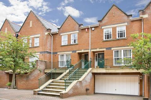 4 bedroom terraced house for sale - Virginia Park, Virginia Water