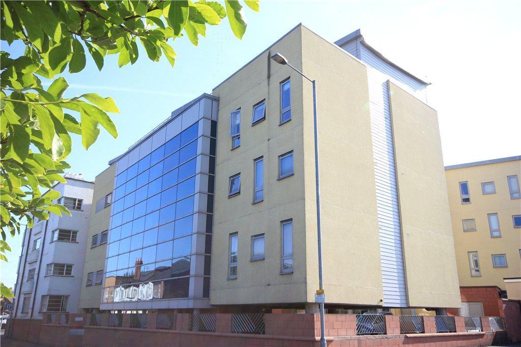 2 Bedrooms Maisonette Flat for sale in The Embankment, Gaol Street, Hereford, HR1