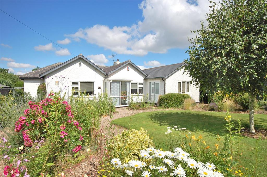 4 Bedrooms Detached Bungalow for sale in Cliff Drive, Radcliffe On Trent