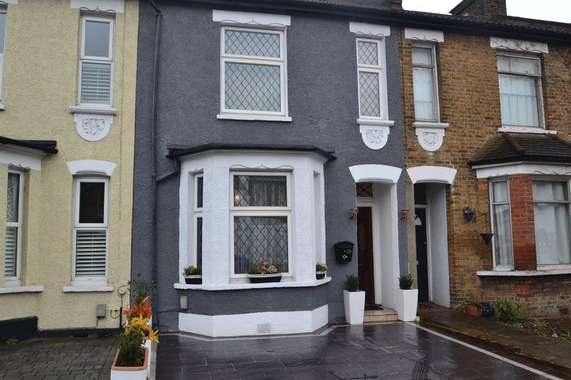 3 Bedrooms Terraced House for sale in Homesdale Road, Bromley