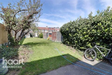 4 bedroom terraced house to rent - Cantley Gardens - Gants Hill - IG2