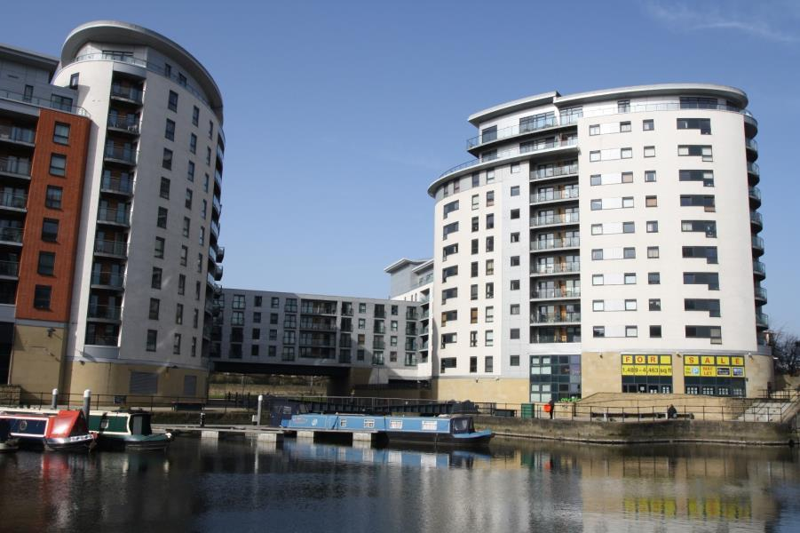2 Bedrooms Apartment Flat for rent in MACKENZIE HOUSE, LEEDS DOCK, LS10 1PU