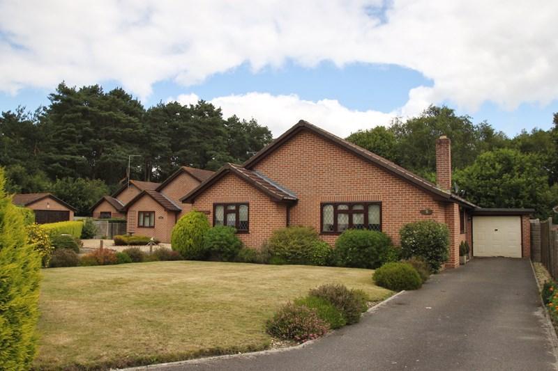 3 Bedrooms Detached Bungalow for sale in Parkland Close, Verwood