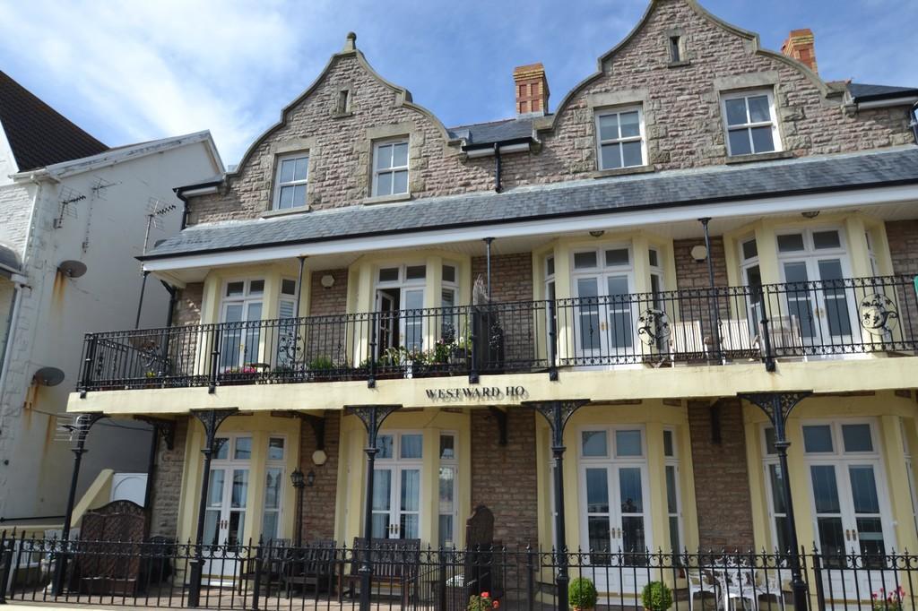2 Bedrooms Apartment Flat for sale in Flat 4 Westward Hoe, 5 The Esplanade, Porthcawl, Bridgend County Borough, CF36 6YW.
