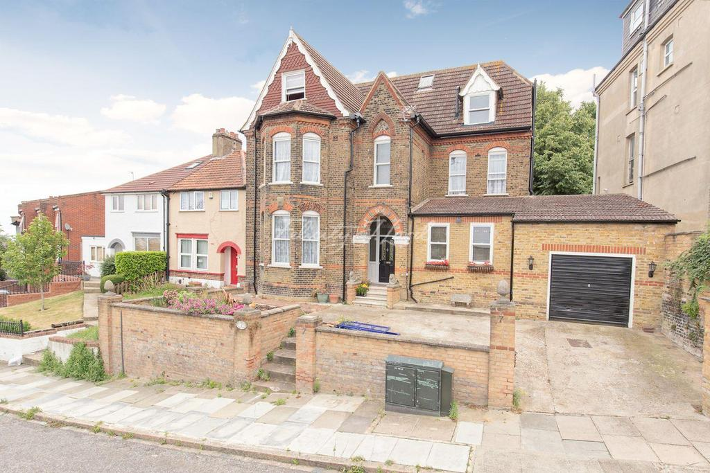 6 Bedrooms Detached House for sale in Brent Road, Shooters Hill, SE18