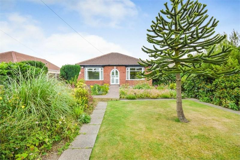 3 Bedrooms Detached Bungalow for sale in Moor Lane North, Ravenfield, Rotherham