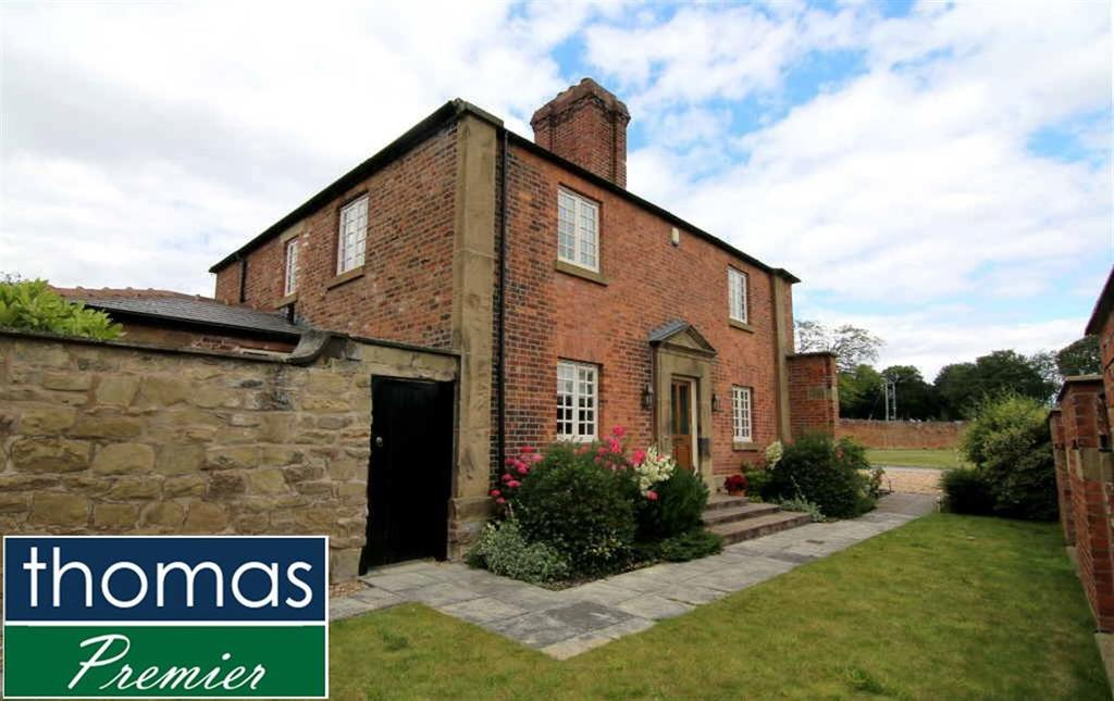 4 Bedrooms Detached House for sale in Wynnstay Hall Estate, Ruabon