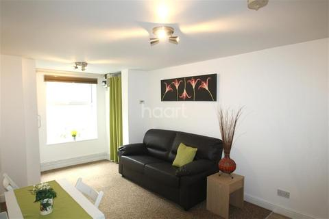 2 bedroom flat to rent - Carholme Road