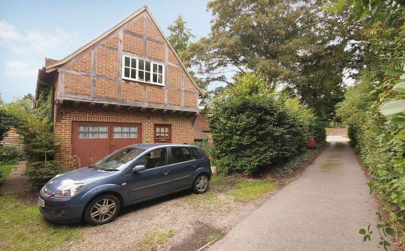 2 Bedrooms Detached House for rent in Old Road, Buckland, BETCHWORTH