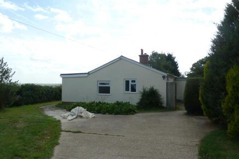 3 bedroom detached bungalow to rent - Coombe Bissett