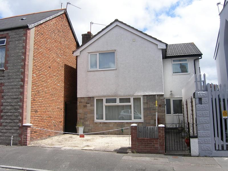 4 Bedrooms Detached House for sale in Brook Street, Barry, The Vale Of Glamorgan. CF63 4PT