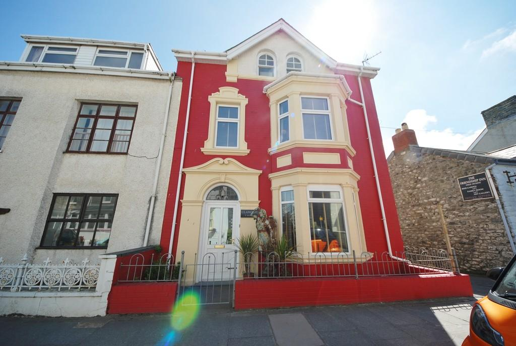 5 Bedrooms End Of Terrace House for sale in High Street, Borth