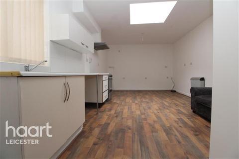 Studio to rent - Crafton Street West off Humberstone Gate