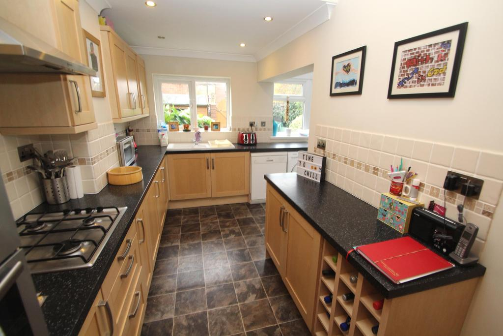 3 Bedrooms Terraced House for sale in Northwood Road, Hilsea, Portsmouth PO2
