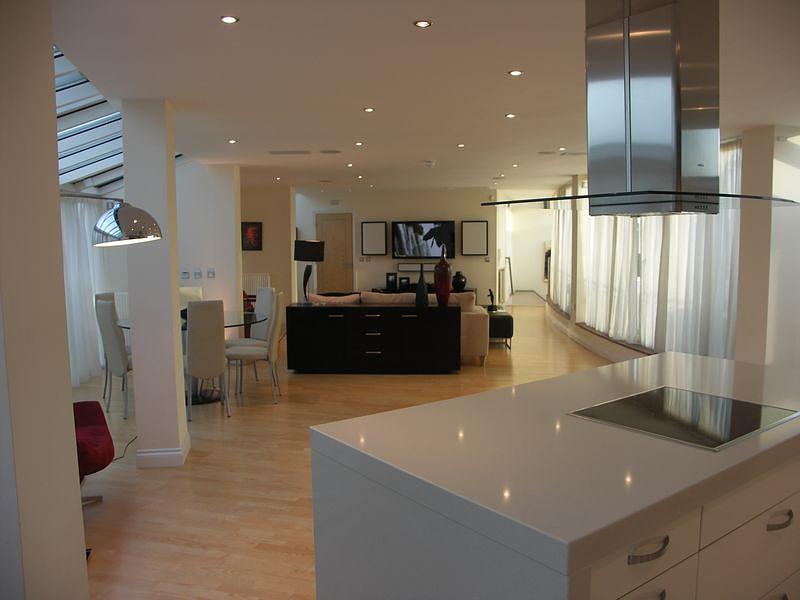 Superb, spacious 3 bedroom penthouse to rent in Wi