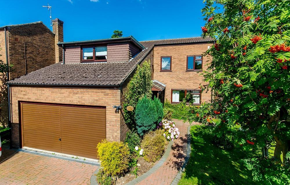 5 Bedrooms Detached House for sale in The Dene, Skellingthorpe, Lincoln, LN6