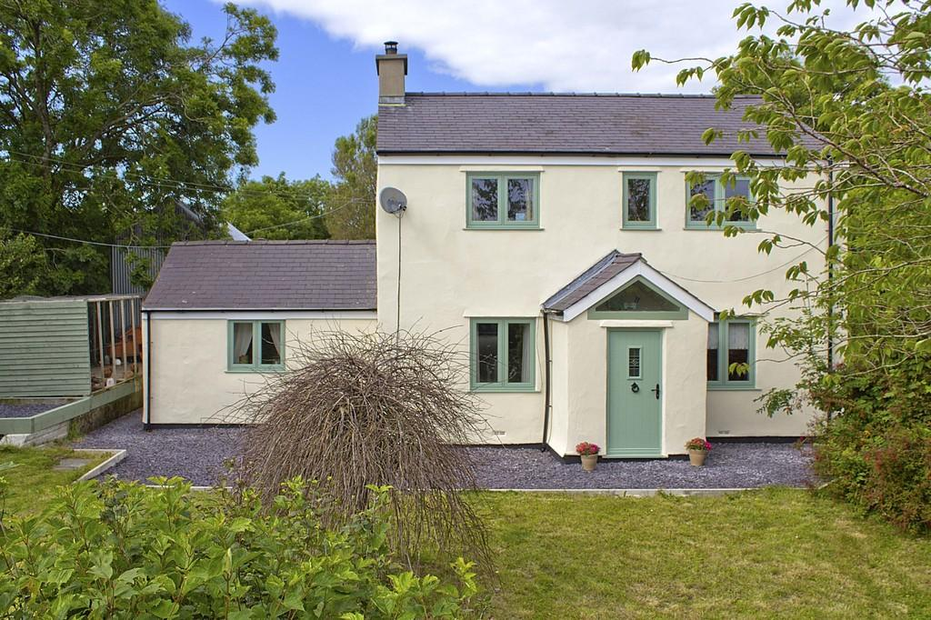 4 Bedrooms Detached House for sale in Gwalchmai, Anglesey, North Wales