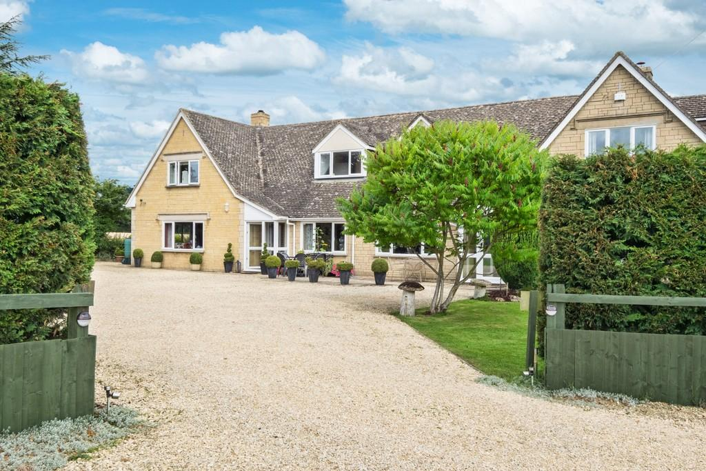 5 Bedrooms Detached House for sale in South Cerney