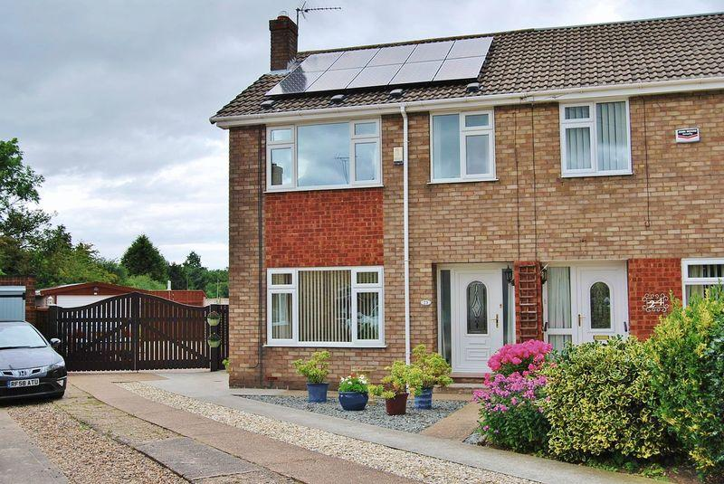3 Bedrooms Semi Detached House for sale in Manor Close, Beverley