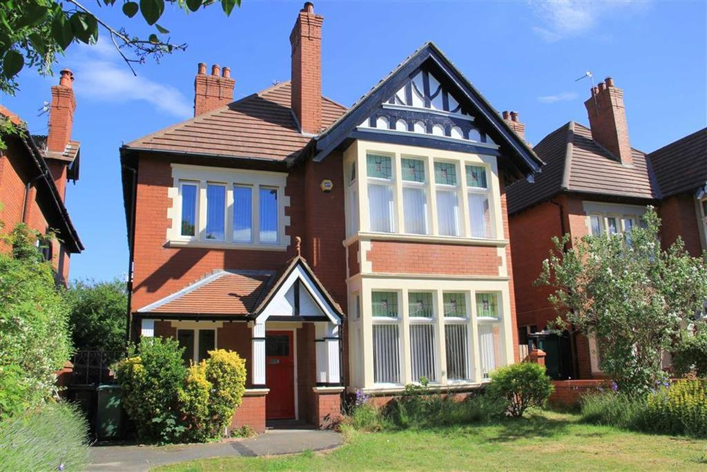 5 Bedrooms Detached House for sale in St Annes Road East, St Annes