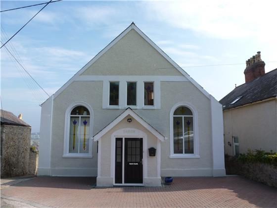 4 Bedrooms Detached House for sale in Saron Chapel, Penrhyn side, LL30 3DF