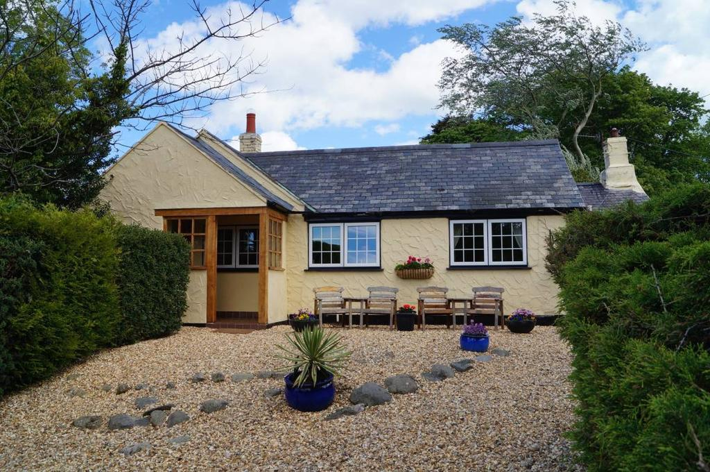 3 Bedrooms Detached House for sale in Erw Fforchog, Tyn y Groes, LL32 8SS