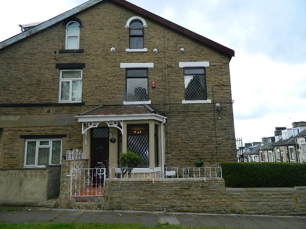 4 Bedrooms Terraced House for sale in The Greenway, Bradford, BD3 0PX
