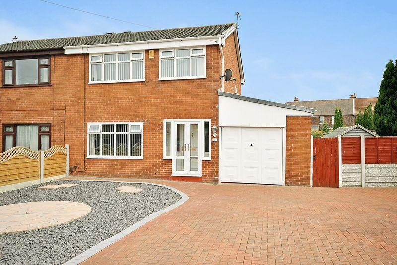 3 Bedrooms Semi Detached House for sale in Kelsall Close, Widnes
