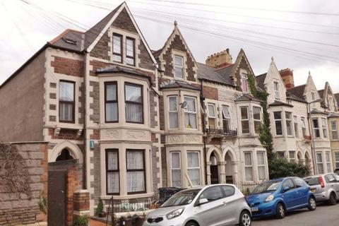 2 bedroom flat to rent - ROATH - Furnished 2nd Floor, Attic style Flat just off Albany Road, Available Now