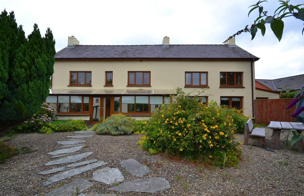 6 Bedrooms Detached House for sale in Pelcomb Cross, Haverfordwest