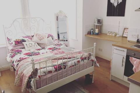 Studio to rent - Stanford Avenue, Brighton, East Sussex, BN1
