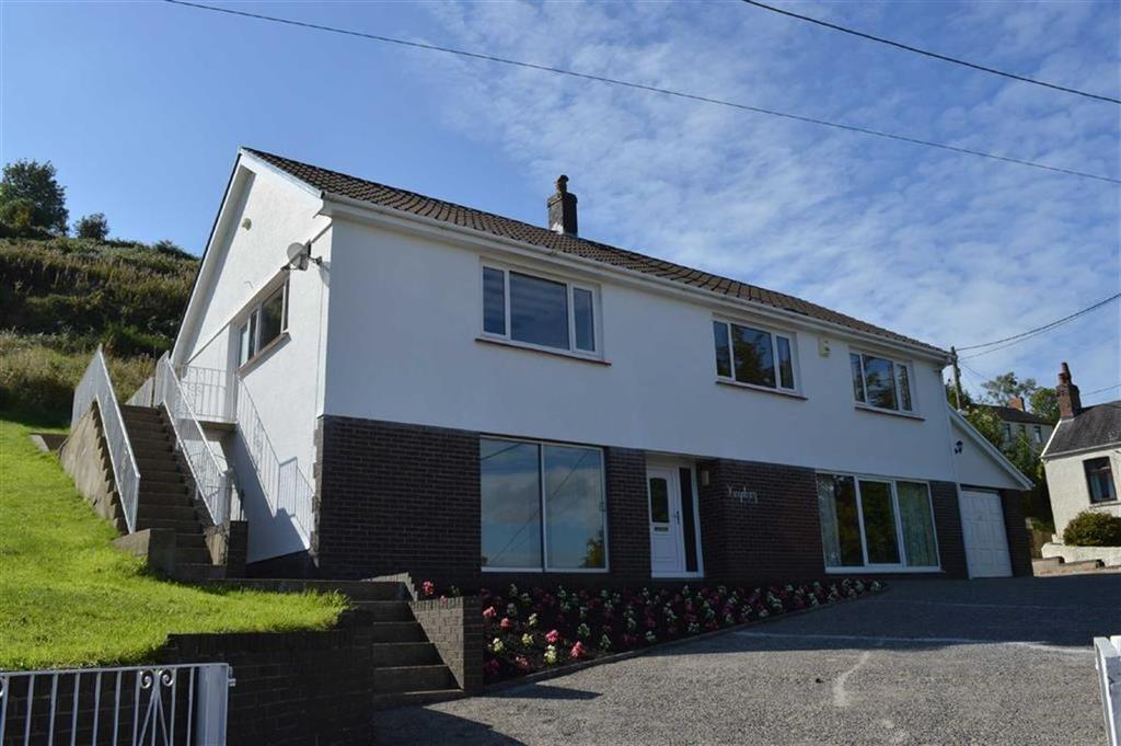 4 Bedrooms Detached House for sale in Banc Bach, Penclawdd, Swansea