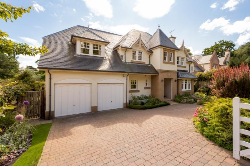 5 Bedrooms Detached House for sale in The Inveresk Estate, Inveresk, Nr. Edinburgh, East Lothian