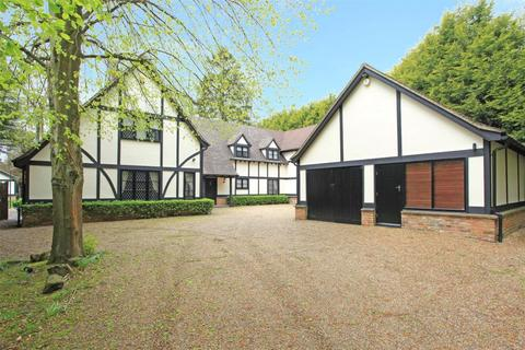 5 bedroom detached house to rent - Finch Lane, Beaconsfield