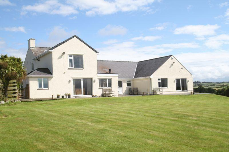6 Bedrooms Detached House for sale in Pentraeth, Anglesey