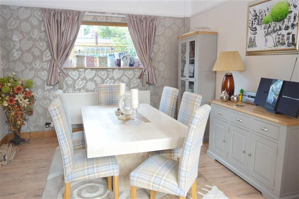 4 Bedrooms Detached House for sale in Aldford Close, CH63