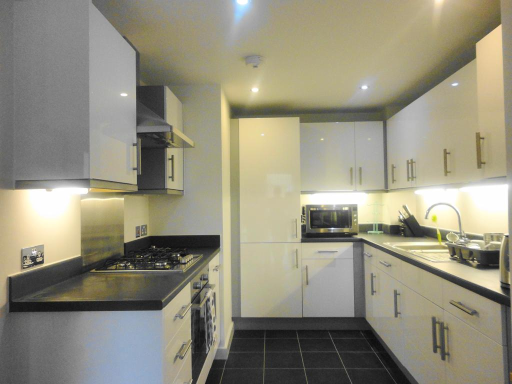 1 Bedroom Flat for sale in Grantham Road, Manor Park, London E12
